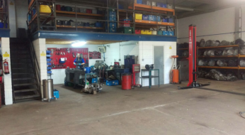 Building area for car gearboxes in work workshop
